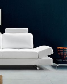 Our Hymn white leather sofa with adjustable backrests is the ideal modern piece your living room is dying to have! Modern White Leather Sofa, Best Leather Sofa, Living Room Modern, Living Spaces, Thing 1, Sofa Seats, Fabric Sofa, Beautiful Space, Apartment Living