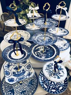 Vintage wedding blue willow cake stand serving tray spode staffordshire mismatched plates blue white ideas for wedding vintage groom guest books wedding vintagewedding Blue White Weddings, Wedding Blue, Lace Wedding, Chinoiserie Elegante, Spring Wedding Decorations, Wedding Cake Stands, Wedding Cakes, Blue And White China, Blue China