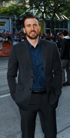 Chris Evans, Toronto premiere of Before We Go - - - In this photo he does Not look like a chipmuunk.