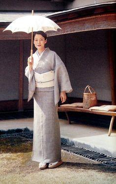 樋口可南子 Kanako Higuchi Geisha Japan, Japanese Geisha, Japanese Kimono, Japanese Tea Ceremony, Kimono Fabric, Silk Brocade, Japanese Outfits, Yukata, Single Women