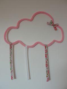 Porte barrettes nuage et son joli noeud en Liberty : Décoration pour enfants par maman-souris