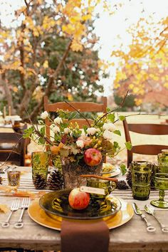 Beautiful banquet style Fall tablescape. Fall | decor | #HomeGoodsHappy