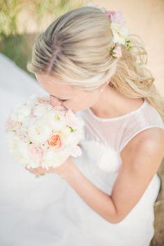 #lagaoset #halmstad #wedding #bröllop #vintage #weddingday #bröllopsdag #groom #weddingdress #bride #brud #hår #blommor #brudgum #bröllopsklänning #hair #flowers #weddinginspiration #bryllop pic by: www.photodesign.nu