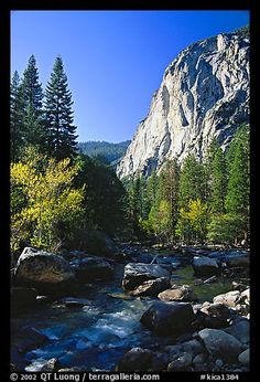 Kings River and cliffs in Cedar Grove, Kings Canyon National Park, California