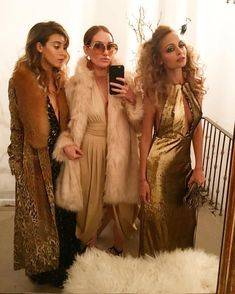I just LOVE their outfits! Not so much inspo for the party haha - BB ------ Nicole Richie Celebrates Her 35 Birthday With Disco-Themed Bash Attended by Jessica Alba, Cameron Diaz, Kate Hudson and 70s Outfits, Mode Outfits, Disco Outfits, 70s Disco Outfit, 70s Themed Outfits, Fashion Outfits, Casual Outfits, Studio 54 Mode, Studio 54 Disco