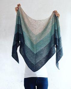 Tidevand - G-uld Fair Isle Knitting, Lace Knitting, Knitting Stitches, Crochet Lace, Vintage Crochet Patterns, Knit Patterns, Knitted Poncho, Knitted Shawls, Beginner Knitting Patterns