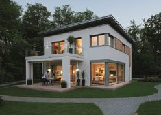 The City Life 700 Passive House has a modern design with a white exterior and some wooden elements. In addition, the townhouse with its flat roof impresses Flat Roof House Designs, Bungalow House Design, Modern House Design, Home Building Design, Home Design Plans, Building A House, Model House Plan, My House Plans, Small Modern House Plans
