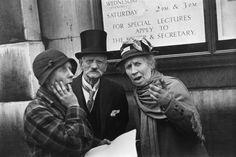 El mundo va de mal en peor, dijo John Gower, ca. 1375 David Markson. Punto de fuga Foto: Henri Cartier-Bresson. Coronación del Rey Jorge VI