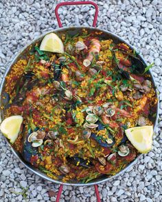 This recipe looks great, had an amazing paella in mexico and wanna try make my own because it was so flavoursome and delicious Paella Pan. From Jamie Oliver. my favourite paella Rice Dishes, Main Dishes, Seafood Recipes, Cooking Recipes, Lamb Recipes, Seafood Paella, Paella Pan, Seafood Platter, Comida Latina