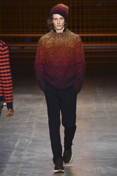 See the complete Missoni Fall 2017 Menswear collection.