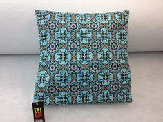 Housse de coussin fait à la main Throw Pillows, Quilts, Blanket, Handmade Cushions, Handmade, Slipcovers, Hands, Toss Pillows, Cushions