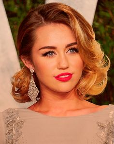 Never seen Miley made up like this. I think she takes the maturity out of the glamorous look and makes it really sweet :)