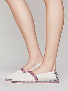 Free People tigerbeat republik Bodhi Slip On Loafer Flats, Espadrilles, Loafers, Fall Shoes, Summer Shoes, Cute Casual Shoes, Fashion Tips, Fashion Design, Fashion Trends