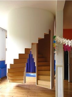 Floating Staircase Design With Stylish Wooden
