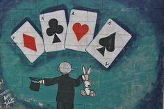 Tijdens goochelen maak ik soms gebruik van optische illusies. De manier waarop ik kaarten vastpak of schud, en ook de bekende ringen act, er wordt in meer of mindere mate gebruik gemaakt van optische illusies. Schilderijen zijn ook optische illusies, een tweedimensionaal canvas lijkt met enkele penseelstreken