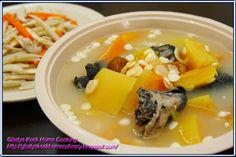 Traditional low fat and healthy herbal soup recipe which offers excellent medicinal virtues, is brothed with papaya, black chicken and ameri. Chinese Soup Recipes, Easy Asian Recipes, Easy Soup Recipes, Easy Chicken Recipes, Gourmet Recipes, Healthy Recipes, Asian Cooking, Easy Cooking, Cooking Time