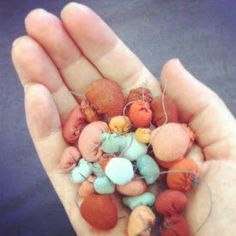 Волшебный мир цветных комочков от чилийской художницы Serena Garcia Dalla…