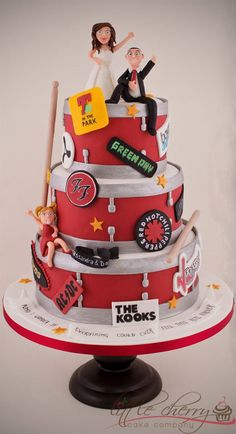 Music Festival Wedding Cake - by Black Cherry Cake Company http://www.blackcherrycakecompany.com