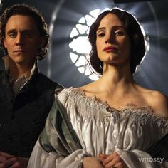 Tom Hiddleston and Jessica Chastain as Thomas Sharpe and Lucille Sharpe in Crimson Peak
