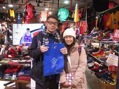 【大阪店】2014.12.24 香港からお越しのお客様になります。プレゼントをご購入頂きました。またのご来店お待ちしております。