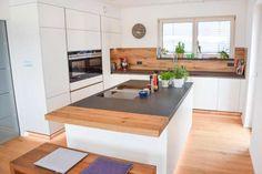 Cozinha branca mate e madeira velha de carvalho - clevere Küche - Home Decor Kitchen, Kitchen Interior, New Kitchen, Kitchen White, Kitchen Ideas, Cuisines Design, Old Wood, White Wood, Home Furnishings