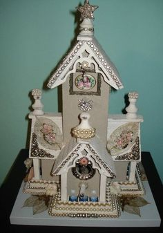 Decorate an ordinary birdhouse into a shabby retreat :)