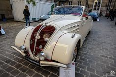 Peugeot 402 Eclipse à la vente Leclère à Drouot. Reportage : http://newsdanciennes.com/2016/10/27/vente-leclere-les-anciennes-descendent-dans-la-rue/