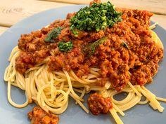 Vegansk köttfärssås med pistou   Jävligt gott - vegetarisk mat och vegetariska recept för alla, lagad enkelt och jävligt gott.