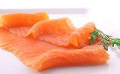 Salmone: sorprendenti benefici anche per la Tiroide Lo sapevi che tra tutte le specie di pesci il salmone è il più usato in tutte le cucine del mondos salmone pesce alimentazione salute