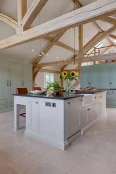 Lloyd Tumbled Cotswold Style Limestone Flooring & Natural Stone Tiles. Stunning country style kitchen with beautiful Limestone flooring #countrykitchen #limestoneflooring