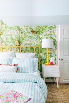 Room Decor: 60 Ideas and Designs for You to Be Inspired - Home Fashion Trend Interior Tropical, Tropical House Design, Tropical Home Decor, Tropical Colors, Tropical Furniture, Hawaiian Home Decor, Hawaiian Bedroom, Coastal Decor, Boho Decor