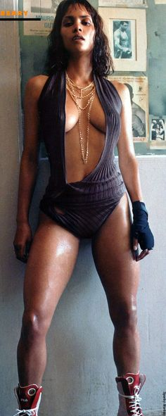 Top forever Halle Berry Sexy & N_ude Pics (Photos & Videos) Halle Berry Lingerie, Jennifer Lopez, Beautiful Black Women, Beautiful People, Hally Berry, Non Plus Ultra, Hollywood, Dita Von Teese, Cindy Crawford