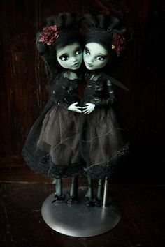 Monster High repaints - gothy twins.