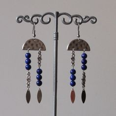 Boucles d'oreilles argentées ,pierre de gemme lapis lazuli bleu : Boucles d'oreille par mystee-creations