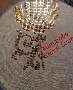 Çarpı tekniği Hand Embroidery, Needlework, Christmas Bulbs, Applique, Bling, Holiday Decor, Kaftan, Linens, Patterns