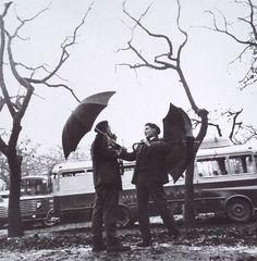 Feirantes na carballeira de Santa Susana. Santiago de Compostela. 1968 Manuel Blanco Rey ( Santiago de Compostela 1947 )  Comeza a traballar como fotoxornalista en 1964 no Correo Gallego colaborando tamén con outros xornais, ademais das axencias EFE e Europa Press.Foi correspondente do El País durante 12 anos