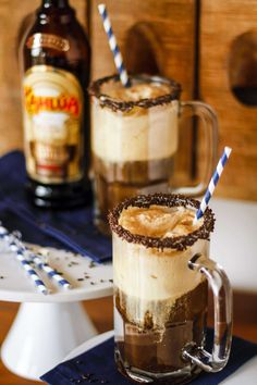 What happens when you mix a classic root beer float with Kahlúa French Vanilla? Magic, that's what! This Kahlúa root beer float is your new summer fave...