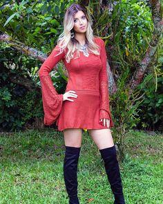 Bom dia! Vestido de tricô lindo, disponível nas cores terracota e creme.