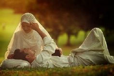 This collection of 200 Most Romantic Muslim Couples Islamic Wedding Pictures will amaze you with how romantic the bride and groom can look for their Islamic wedding. Muslim Wedding Photos, Wedding Pictures, Husband And Wife Love, Best Husband, Romantic Couples, Cute Couples, Sweet Couples, Islam Marriage, Outfit Trends
