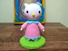Topo de bolo Hello Kitty  Linda peça para enfeitar o bolo de aniversário de sua filhinha. Modelada à mão em biscuit.