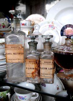 Antigos Frascos de Vidro de Farmácia