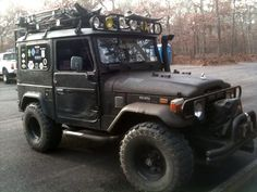 i saw this Toyota in person when dropping my friend off at work i was in aw Toyota Fj40, Toyota Trucks, 4x4 Trucks, Cruiser Motorcycle, Fj Cruiser, Toyota Land Cruiser, Best Off Road Vehicles, Car Camper, Expedition Vehicle