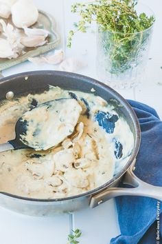 Creamy dreamy vegan mushroom alfredo {vegan + dairy free}   DeliciousEveryday.com @deliciouseveryd