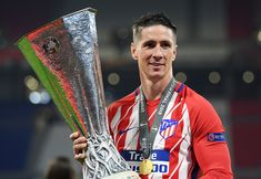 Fernando Torres Photos - Fernando Torres of Atletico Madrid celebrates with the trophy after winning the UEFA Europa League Final between Olympique de Marseille and Club Atletico de Madrid at Stade de Lyon on May 16, 2018 in Lyon, France. - Fernando Torres Photos - 13 of 4104