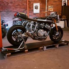 I really am keen on those things these folks did with this custom Suzuki Bikes, Suzuki Motorcycle, Honda Motorcycles, Suzuki Cafe Racer, Yamaha Cafe Racer, Cafe Racers, Honda Cbx, Best Car Insurance, Hot Bikes
