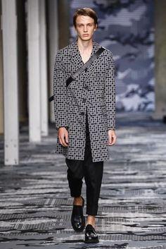 Neil-Barrett-Spring-Summer-2016-Menswear-Collection-Milan-Fashion-Week-025