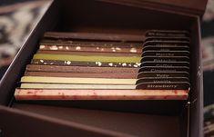 どれから食べるか迷う!ずらっと本のように並んだライブラリーチョコ - ippin(イッピン)