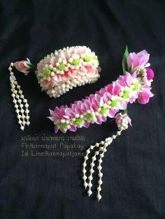 Bridal Flowers, Flowers In Hair, Flower Hair Accessories, Hair Decorations, Flower Garlands, Bridal Collection, Flower Art, Floral Arrangements, Beautiful Flowers