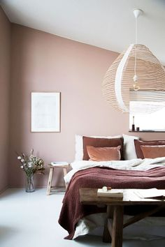 A minimalist bedroom design is often a good choice when talking about decorating a bedroom. Enjoy some amazing inspirations I collected for a minimalist bedroom decor. Scandinavian Bedroom Decor, Scandinavian Interior Design, Home Decor Bedroom, Modern Interior Design, Master Bedroom, Bedroom Ideas, Bedroom Alcove, Bedroom Interiors, Scandinavian Style