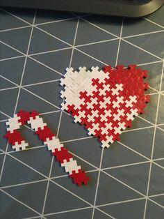 Julehjerte og julestok Block Patterns, Pattern Blocks, Plus Plus Modele, Plus Plus Construction, Toy Store, Legos, Crafts For Kids, Puzzle, Display
